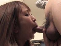 Agent d'assurance Asiatique baise un client