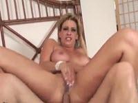 Cougar blonde veut la sodomie