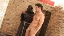 Un gay soumis se fait fesser
