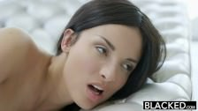 Sexe anal interracial hardcore avec une Française à grosse poitrine